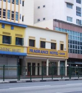 Hotel Difoto dari Bus Stop Seberang Hotel