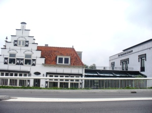 Hotel Leiden dan Gerbang Antik