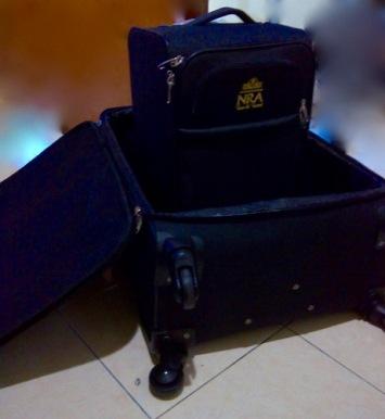 Koper besar dan koper kabin dari travel
